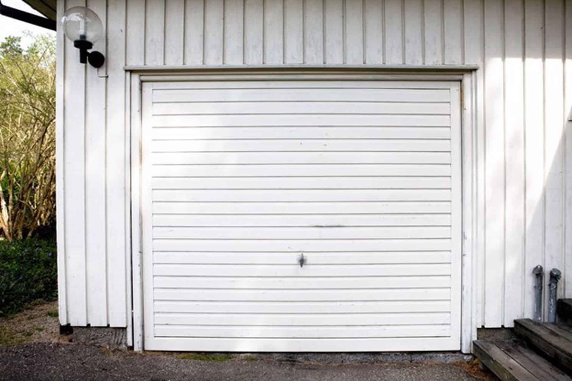 beyaz garaj kapısı