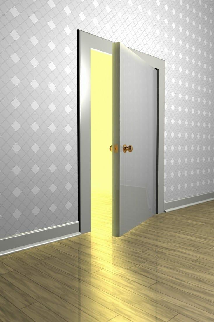 Karanlık bir odaya açılan yarı açık kapı
